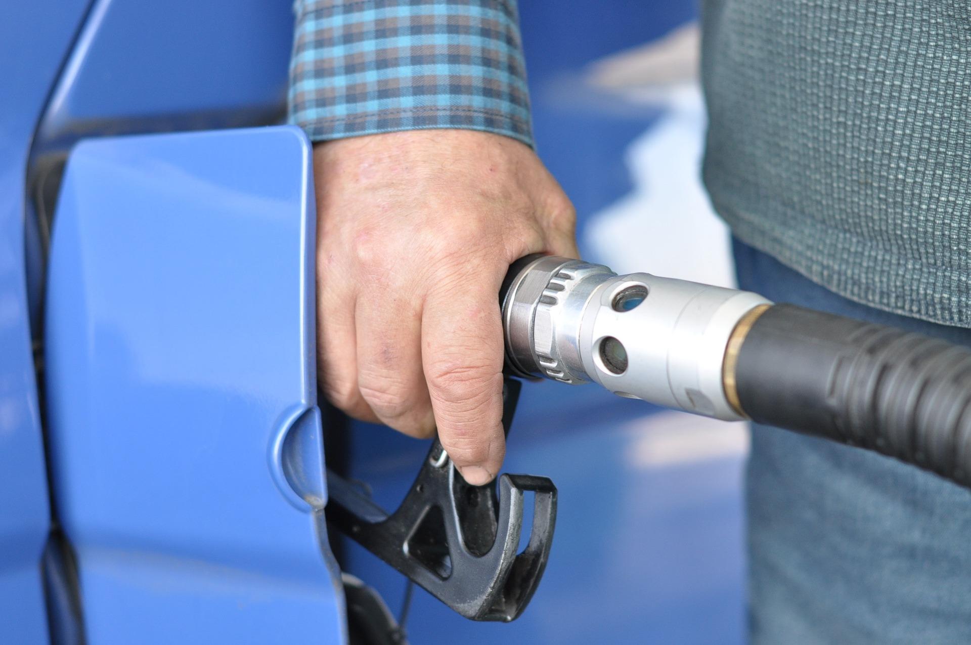 Consumi petroliferi, ad agosto un recupero legato al turismo interno